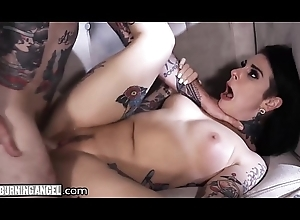 Adorable Tattooed In-Laws Keenly Bonking