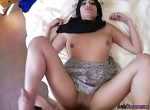 Juvenile Arab Floosie Penelope Cum Lets Plumber Be captivated by Their way