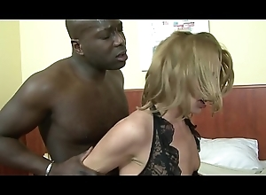 MILF scoria Suzy sucks diabolical cock at the object anal with the addition of vagina rammed