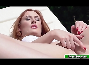 Russian Eva shilly-shallying be worthwhile for her mans locate